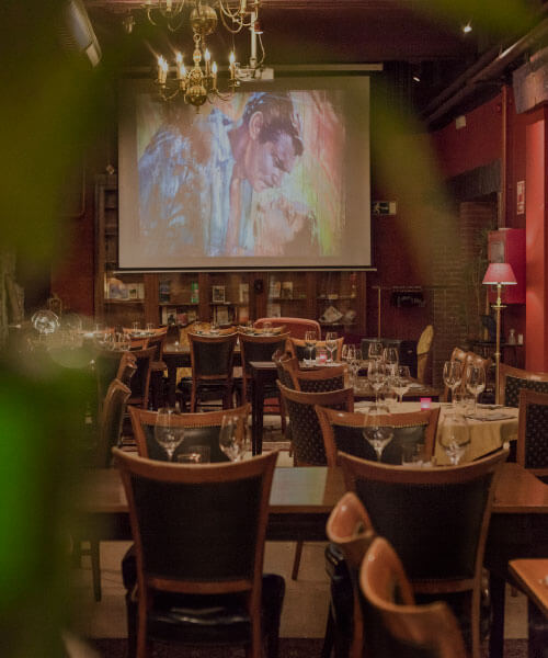 El restaurante con un proyector